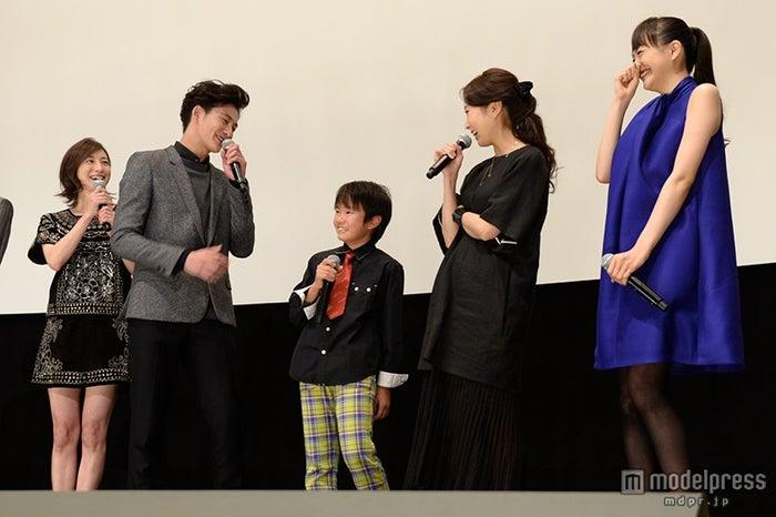 (左より)広末涼子、岡田将生、巨勢竜也、木南晴夏、松井愛莉