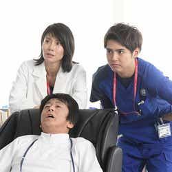 中谷美紀、堀内健、片寄涼太/「病室で念仏を唱えないでください」第5話より(C)TBS