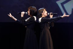 (左から)野口衣織、佐々木舞香/=LOVEファーストコンサート「初めまして、=LOVEです。」(提供写真)