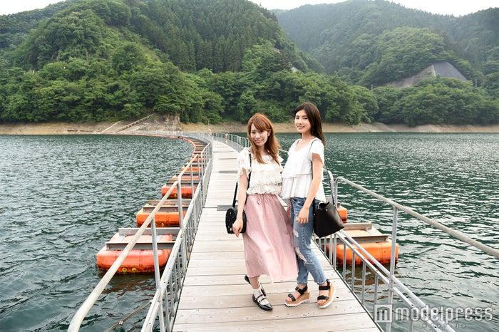 湖面を歩く不思議体験 麦山の浮橋(C)モデルプレス