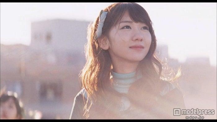 柏木由紀/AKB48「Green Flash」MVより(C)AKS