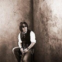 B'z松本孝弘、氷室京介がボーカル参加した新曲のエピソード詳細を語る「鳥肌が立ちました」