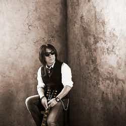 モデルプレス - B'z松本孝弘、氷室京介がボーカル参加した新曲のエピソード詳細を語る「鳥肌が立ちました」