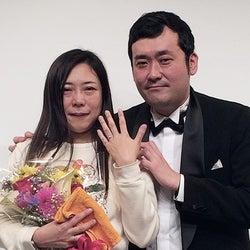 椿鬼奴&グランジ佐藤大、結婚を発表 サプライズプロポーズに号泣