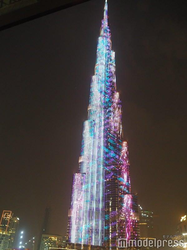 ドバイモール10周年記念イベントで開催されたバージュ・カリファのライトアップショー(C)モデルプレス