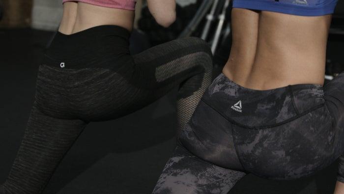 AYAの美尻メイクアップメニュー「Lunge Knee Raise」