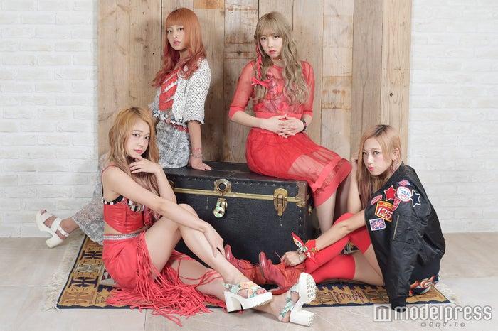 モデルプレスのインタビューに応じたCarat(左から)Mona、Yume、Rina、Risa(C)モデルプレス