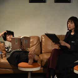 井浦新、石原さとみ/「アンナチュラル」第1話より(C)TBS