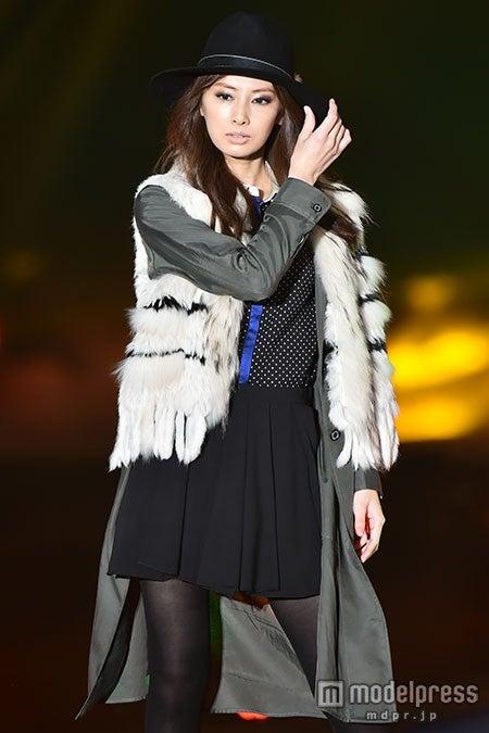 北川景子がトップバッター クールな流し目で圧巻オーラ<GirlsAward 2015 A/W>【モデルプレス】