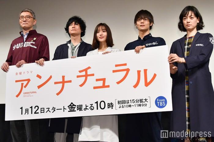 (左から)松重豊、井浦新、石原さとみ、窪田正孝、市川実日子(C)モデルプレス