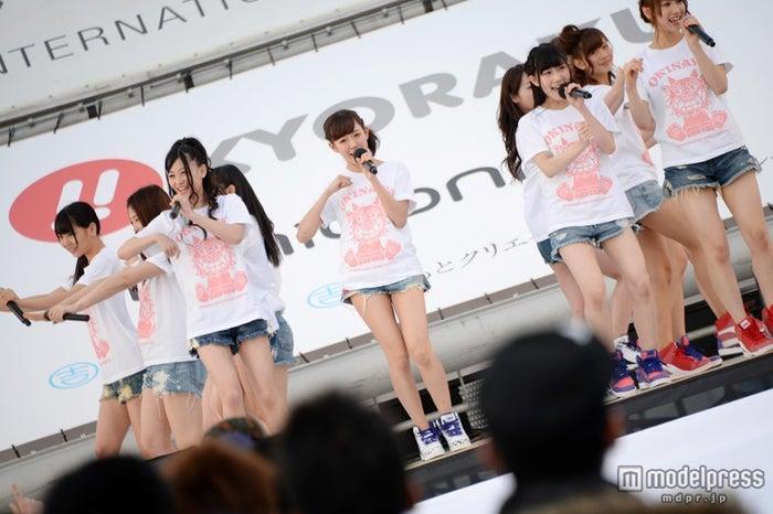 NMB48の渡辺美優紀(中央)