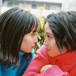 広瀬アリス&広瀬すず姉妹、至近距離で見つめ合う…写真展で作品80点以上展示へ