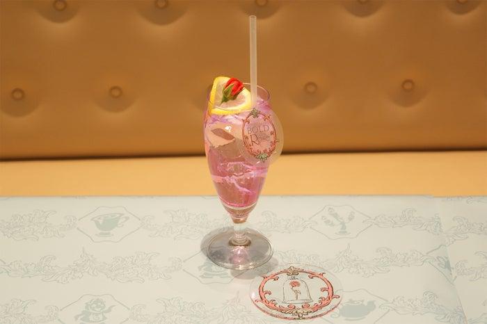 <真実の薔薇>ローズウォーター890円/コースター付き1,590円(C)Disney