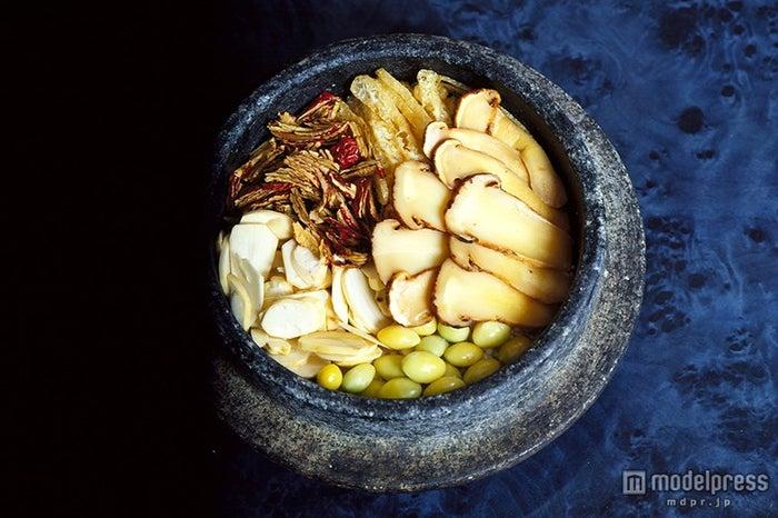 石釜で炊いた栄養石釜ご飯(松茸)/画像提供:韓国観光公社