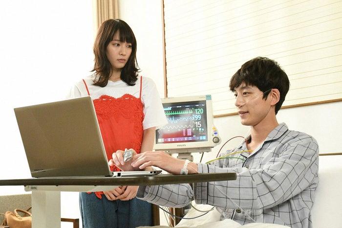 吉岡里帆、坂口健太郎/「ごめん、愛してる」第9話より(画像提供:TBS)
