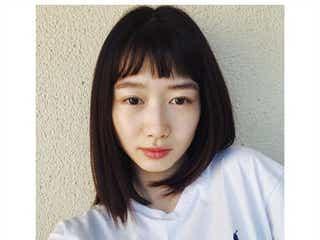 """岡本夏美、セルフカットで""""オン眉""""にイメチェン「似合ってる」「新鮮」と反響"""
