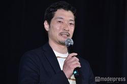 綾部真弥監督 (C)モデルプレス