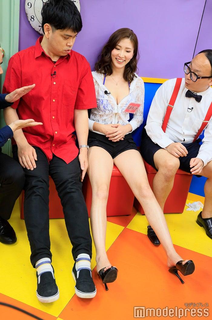 身長181cm・初瀬悠太、身長168cmの松嶋えいみ、足の長さは変わらず…(C)モデルプレス