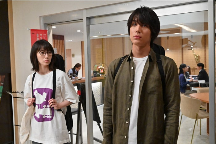 波瑠、中川大志/「G線上のあなたと私」第1話より(C)TBS