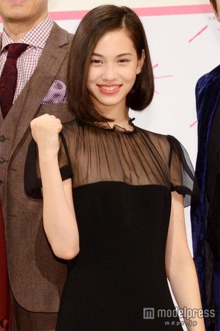 2013年NHK大河ドラマ「八重の桜」にてテレビドラマデビューを果たす水原希子