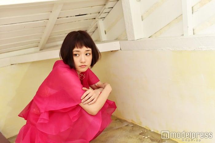 屋根裏に閉じ込められています。(C)モデルプレス