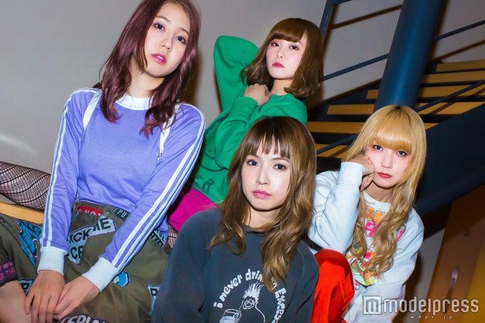 SCANDAL(左から)TOMOMI、RINA、HARUNA、MAMI(C)モデルプレス