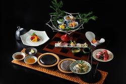 美しい器を活かした贅沢な会席料理/画像提供:星野リゾート