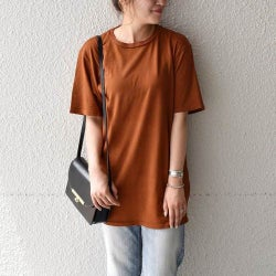 【初秋】にはベイクドカラーTシャツが使える!おすすめコーデをチェック!