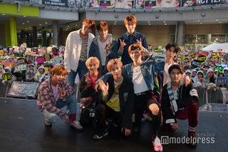 """NCT 127、雨の野外イベントで2000人熱狂 日本活動の""""最終目標""""は?「ファンの皆さんと一緒なら何事も成し遂げられる」"""