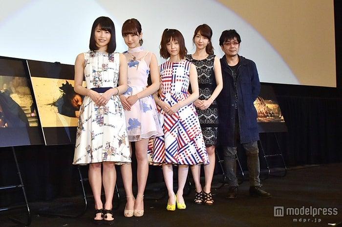 左から:横山由依、加藤玲奈、島崎遥香、柏木由紀、大友啓史監督