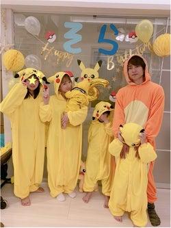 """辻希美、家族6人のコスプレと力作""""ピカチュウケーキ""""写真を公開「頑張った甲斐が…」"""