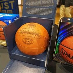 スポルディングJ バスケボール開発125周年で復刻品