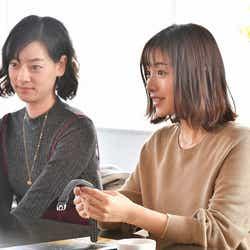 市川実日子、石原さとみ/「アンナチュラル」第6話より(C)TBS