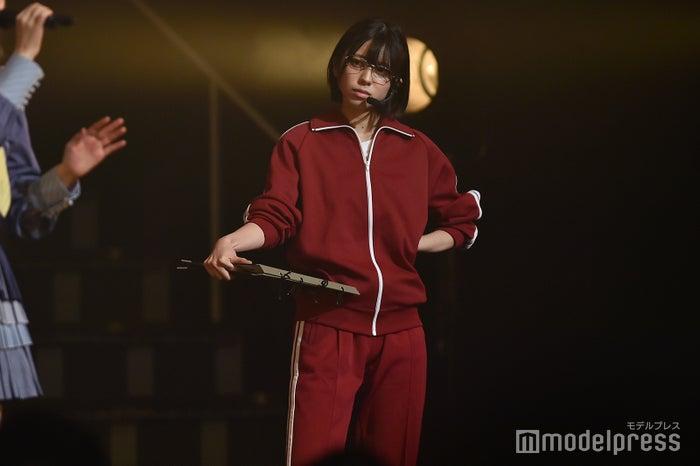ダンス部の先生という設定で登場した大西桃香「AKB48 チーム4単独コンサート~友達ができた~」 (C)モデルプレス