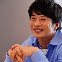 """田中圭、""""変わった王子様""""演じた「哀愁しんでれら」魅力を力説 クランクアップコメント到着"""