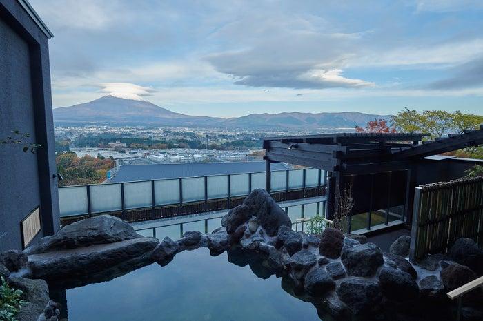 日帰り温泉施設「木の花の湯」露天風呂/画像提供:三菱地所・サイモン