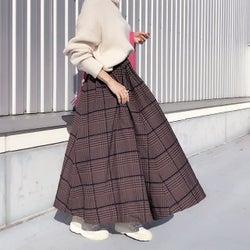 ボリューム感たっぷりなロングスカートできれいめに。シンプルで女性らしいふんわりスカートコーデ7選♪