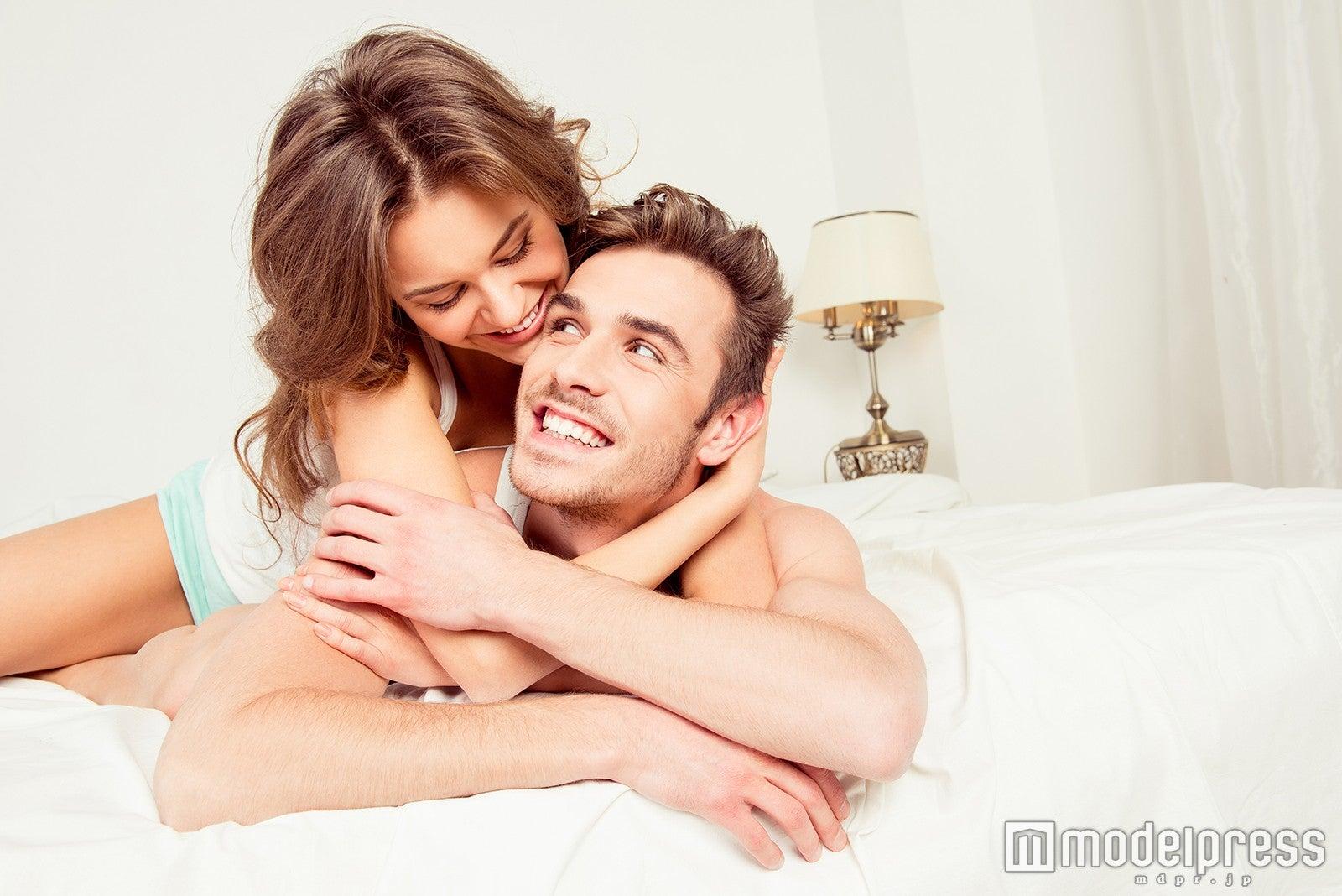 後ろからそっと抱きつく…男性が本当に求めているスキンシップはこの5つ!