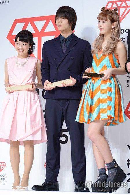 (左から)金田朋子、窪田正孝、藤田ニコル