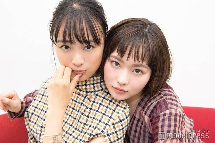 モデルプレスのインタビューに応じた大友花恋・山田杏奈 (C)モデルプレス