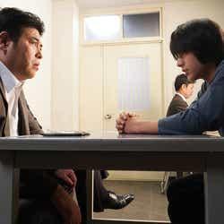 皆川猿時、荒木飛羽/「あなたの番です」第15話より(C)日本テレビ