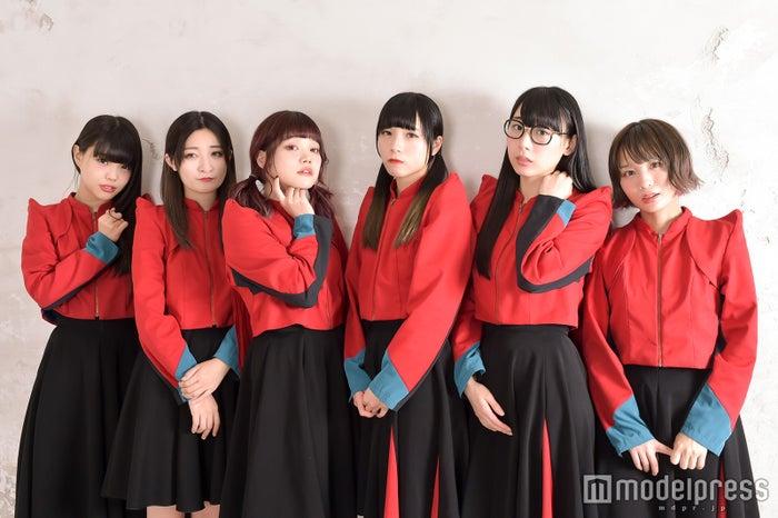 BiSH(左から)アイナ・ジ・エンド、リンリン、セントチヒロ・チッチ、アユニ・D、ハシヤスメ・アツコ、モモコグミカンパニー(C)モデルプレス