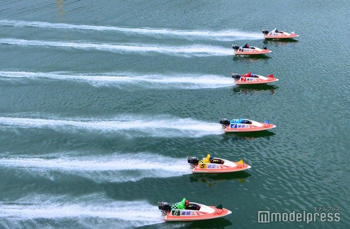 白熱するボートレース風景(C)モデルプレス