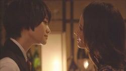 (左から)中山咲月と吉田羊(C)TBS