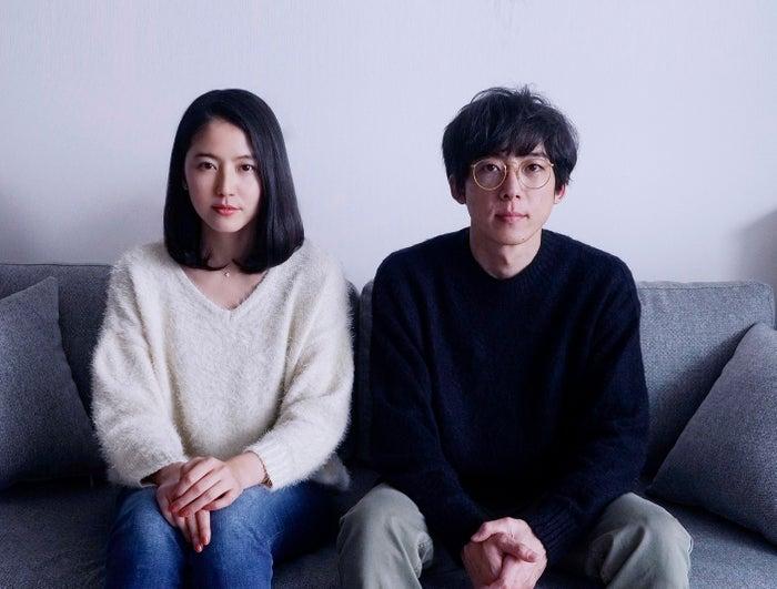 長澤まさみ、高橋一生/映画「「嘘を愛する女」」より(C)2018「嘘を愛する女」製作委員会