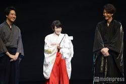 巫女姿で登場した川栄李奈(中央)(C)モデルプレス