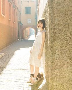乃木坂46西野七瀬、足元から猫が微笑ましい!1stフォトブックが異例の好スタート