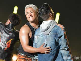 "DOBERMAN INFINITY×CRAZYBOY(三代目JSB ELLY)の熱いコラボ ""初MC挑戦""SWAYをねぎらう<TOKYO GIRLS MUSIC FES. 2018>"