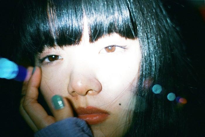 <あいみょんプロフィール>1995年3月6日生まれ、兵庫県出身。2015年3月にCDショップ限定シングル「貴方解剖純愛歌~死ね~」でインディーズデビュー。その後、2016年11月にシングル「生きていたんだよな」でメジャーデビューを果たすと「愛を伝えたいだとか」「君はロックを聴かない」などシングルを続々リリース。現在はドラマ「獣になれない私たち」(日本テレビ系)の主題歌「今夜このまま」がヒット中。/あいみょん(提供:所属事務所)