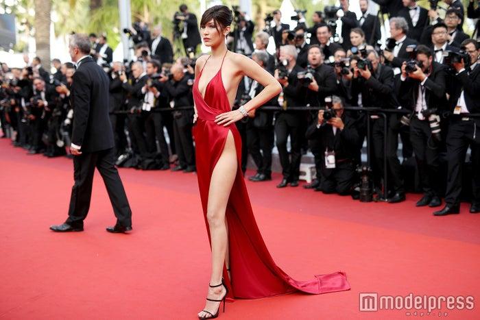 「第69回カンヌ国際映画祭」でのセクシーすぎるドレス姿が話題となったベラ・ハディッド/photo:Getty Images
